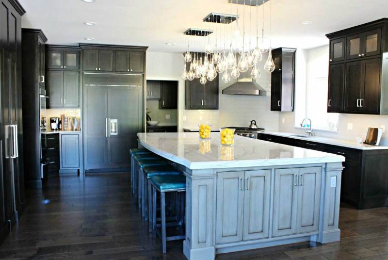 black kitchen with hanging light bulb chandelier