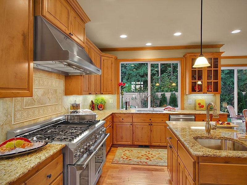 Incroyable Giallo Ornamental Granite With Honey Oak Cabinets. Home