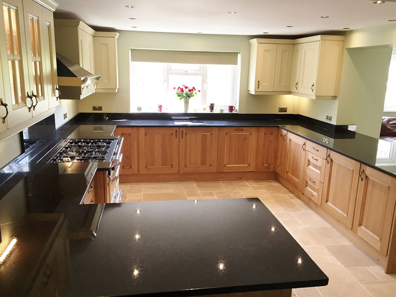 Merveilleux Black Pearl Granite With Honey Oak Cabinets