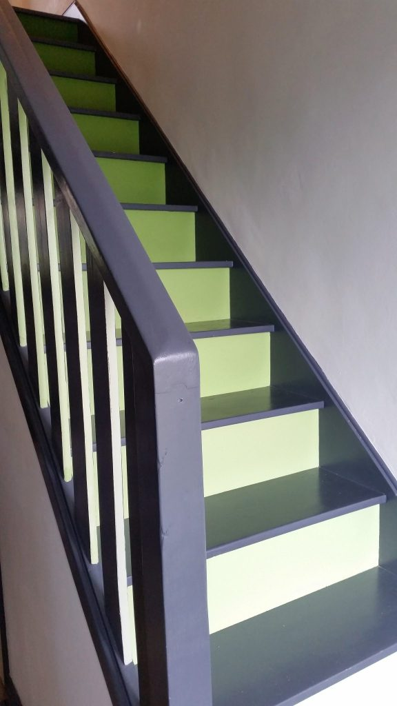 Click on the picture to see how I created our dark to light green gradated colour staircase.