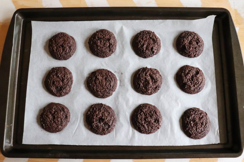 keto peppermint dipped chocolate cookie process