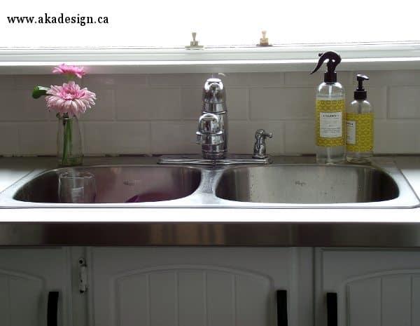 kitchen sink - no caulking