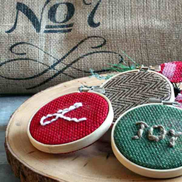 EASY BURLAP CHRISTMAS ORNAMENTS