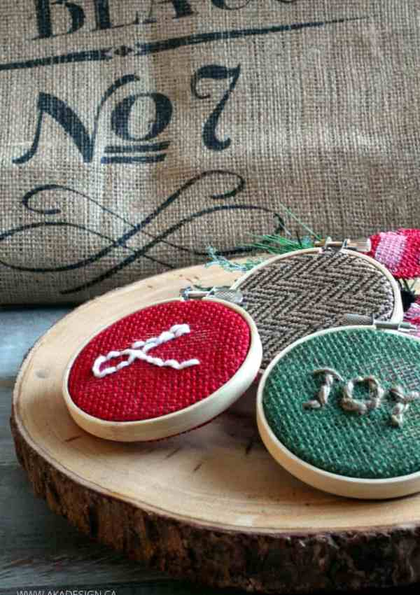Easy Burlap Christmas Ornaments to Make on a Cold Afternoon