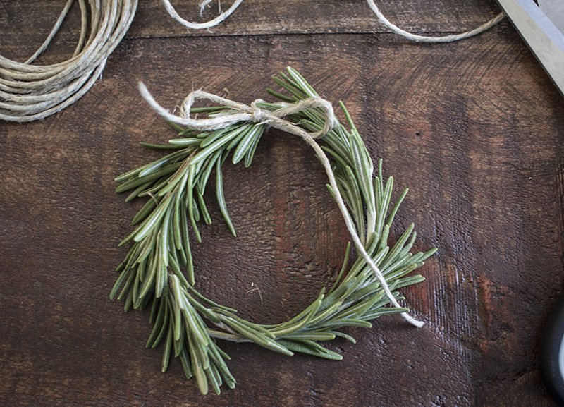 Home Made Lovely Rosemary Wreath Place Cards Tying BLOG PIC