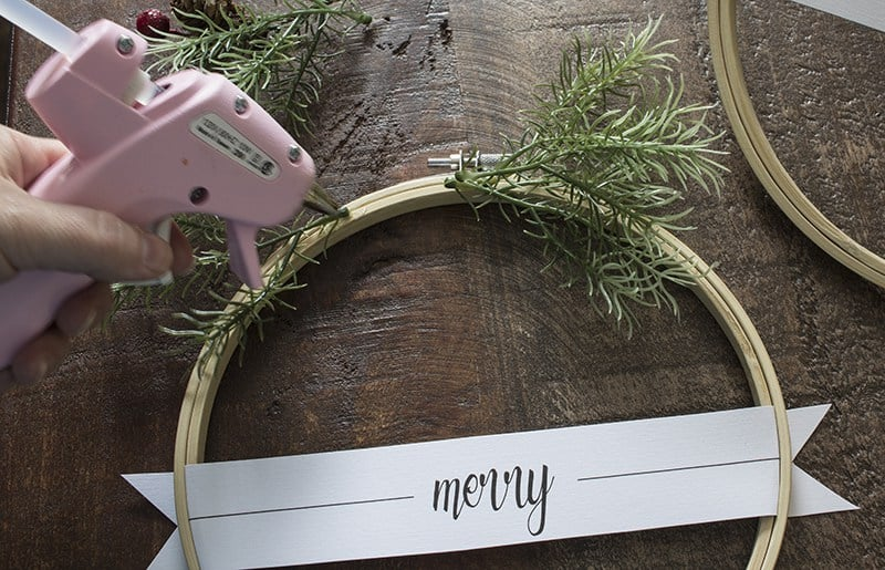 aka-design-merry-christmas-embroidery-hoop-wreaths-place-paper-tag-5-blog-pic