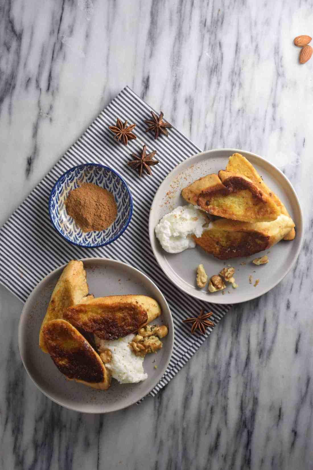 toast on plates, cinnamon, food photography