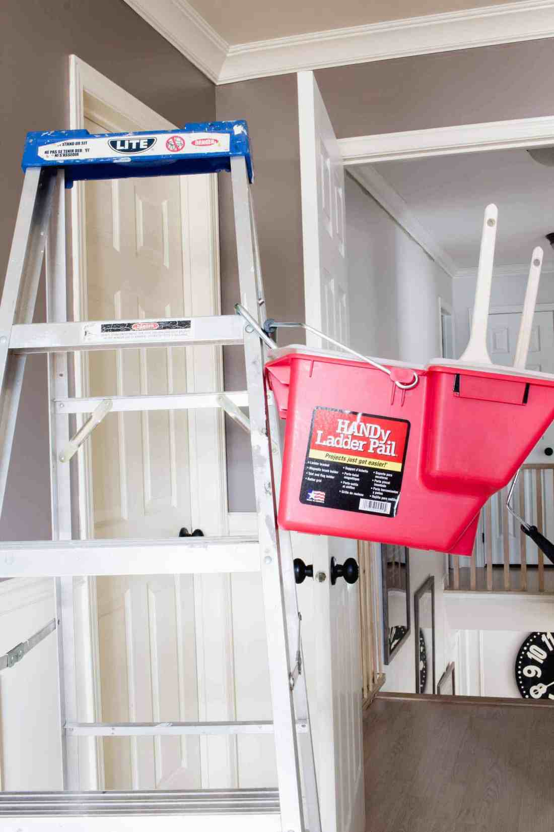 HANDy Paint Ladder Pail on an aluminum ladder