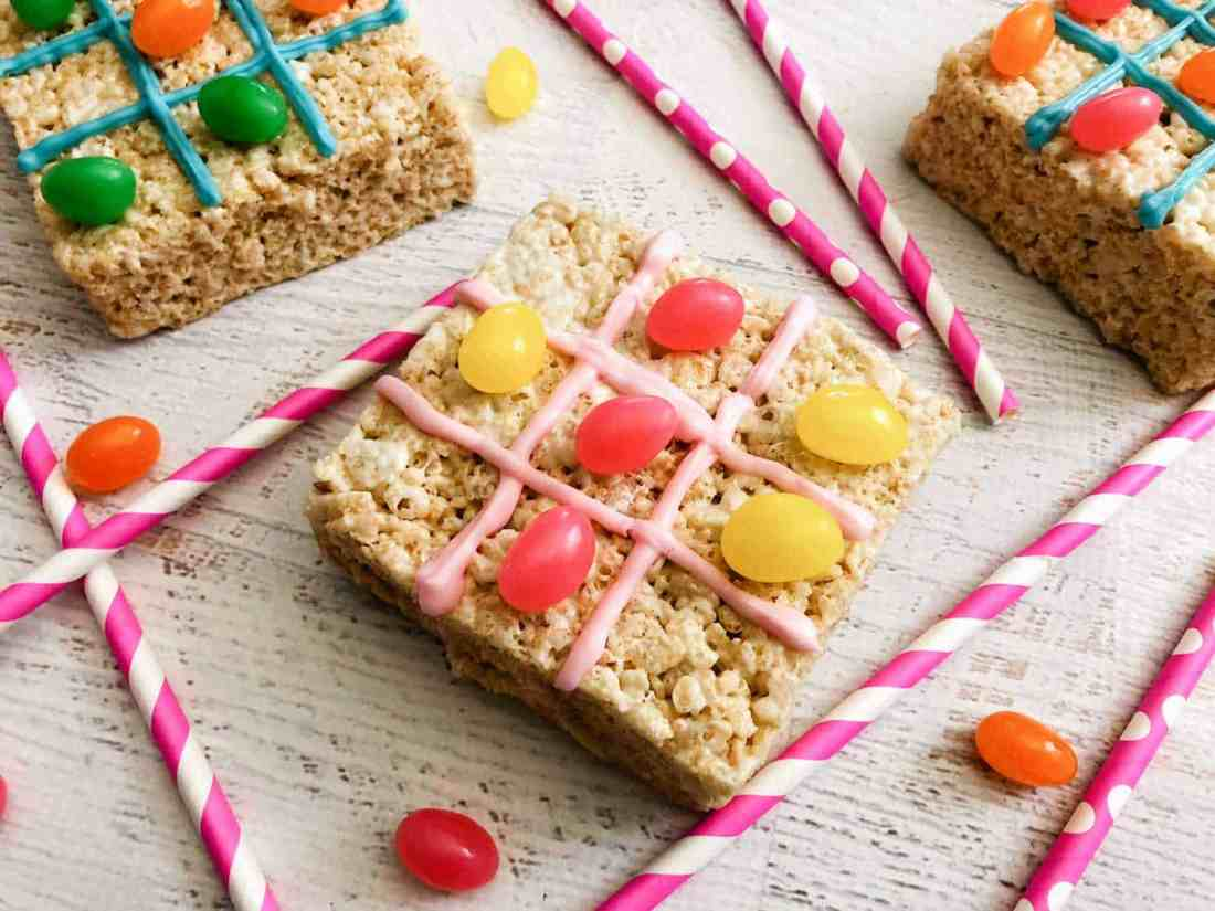 rice krispies square with icing and jelly bean to make an edible tic tac toe game!