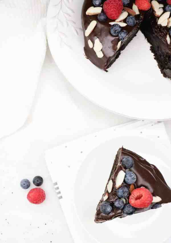 Flourless Chocolate Cake with Ganache and Berries