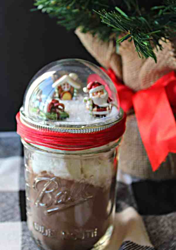 Fun Gift Idea: How to Make Your Own Snow Globe Mason Jars!