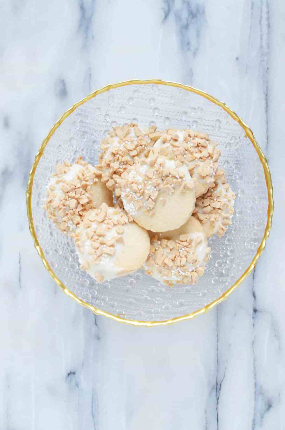 White chocolate toffee shortbread bowl