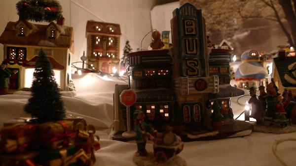 Homemade Parties Christmas House07