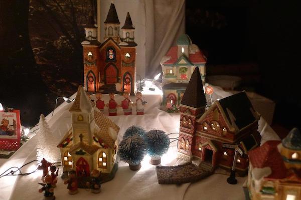 Homemade Parties Christmas House09