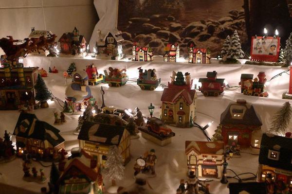 Homemade Parties Christmas House11