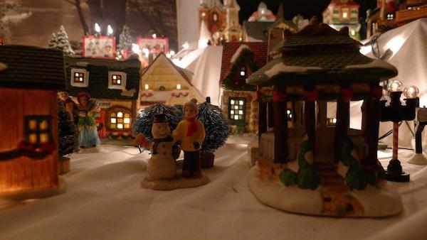 Homemade Parties Christmas House17