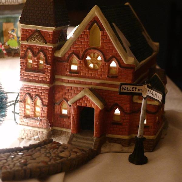 Homemade Parties Christmas House19