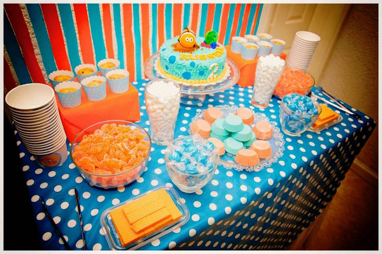Homemade Parties DIY Finding Nemo Dory _ Russel05