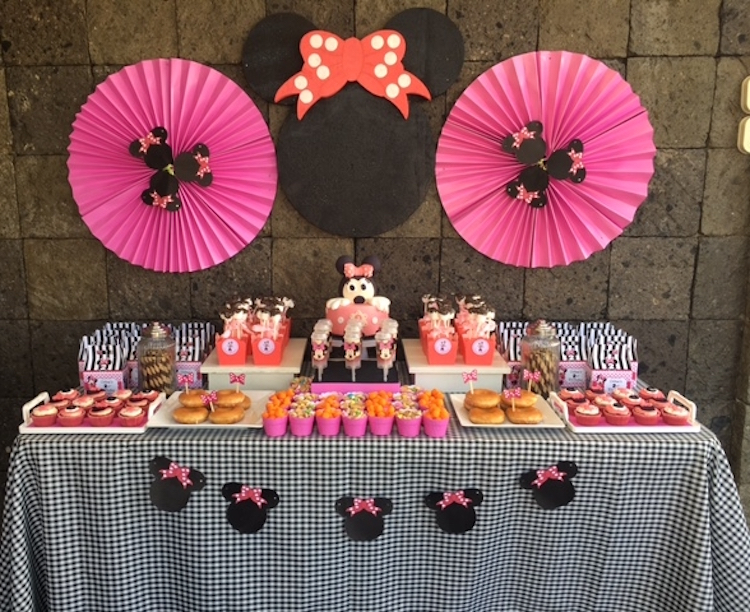Homemade Parties DIY Party _Minnie Mouse Party Ina03