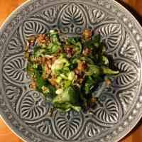 Feldsalat mit Kartoffel-Pilz-Speck Topping