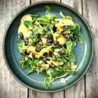 Steirischer Kartoffelsalat mit Feldsalat und Kürbiskernen