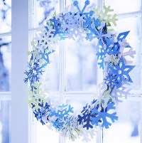 fresh-blue-christmas-wreath-for-door-decorations