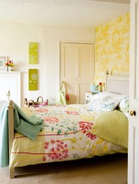 cute-pink-bedroom-ideas-with-wallpaper-theme