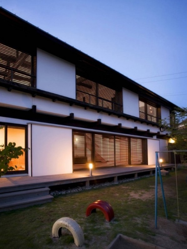 contemporaryjapanesehousewithtraditionalstorageideas