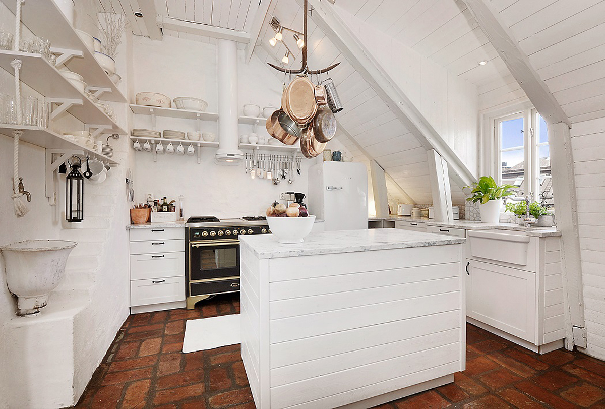 Attic Apartment With Kitchen And Shabby Chic Styles