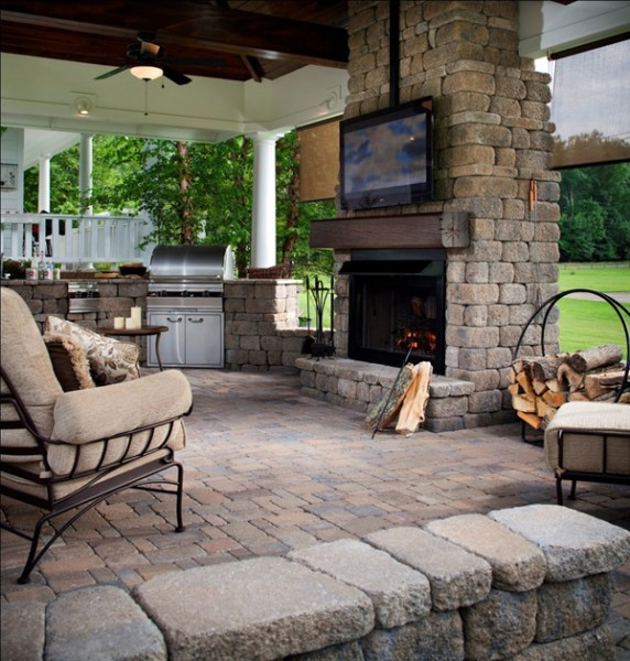 outdoor living space with fireplace 15 Cozy Outdoor Living Space   Home Design And Interior