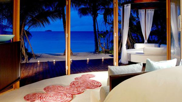 romanticbedroomdesignwithbeachview