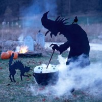 outdoor-witch-halloween-decorations