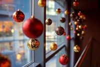 window-christmas-balls
