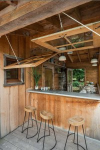 wooden-dining-with-outdoor-kitchen