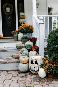 rustic-fall-farmhouse-porch-decor