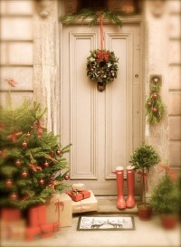 20 Simple Christmas Front Door With Greenery Ideas | Home ...