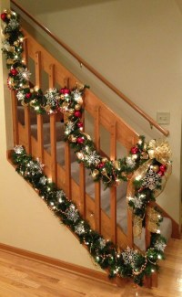 35 Amazing Christmas Staircase With Banister Ornaments ...