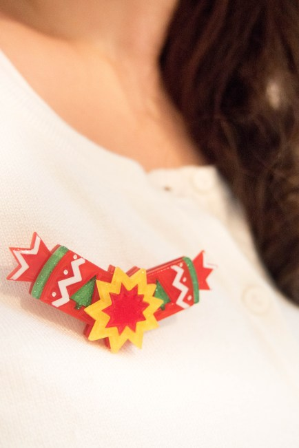 erstwilder-christmas-bonbon-brooch-crackers broche