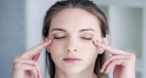 Relaxing eye muscles
