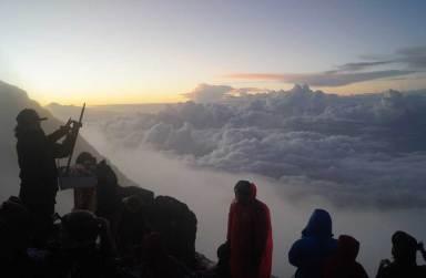 Wandergruppe zum Agung