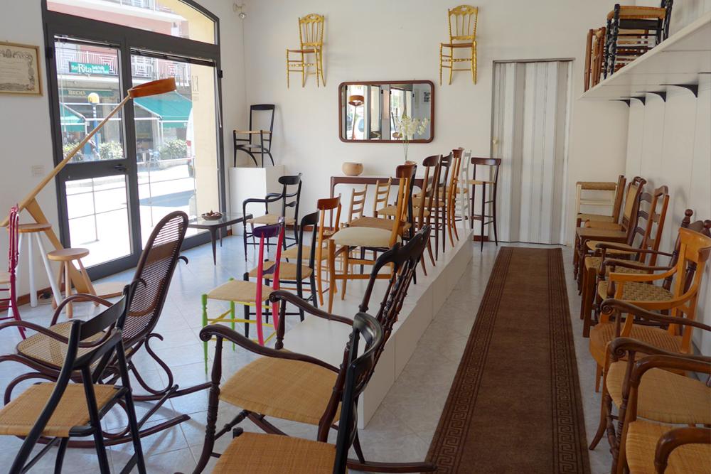 chiavari chairs showroom italy