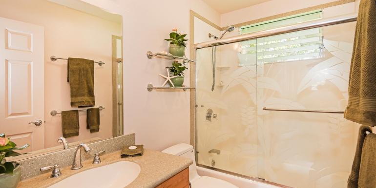 11 - GUest Bath