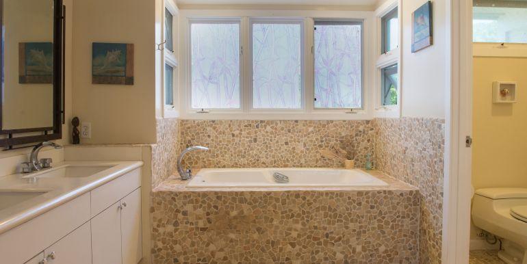 House-3.Aulepe bathroom