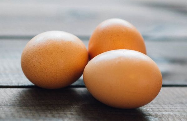 uses of Eggs for poofy frizzy curly hair