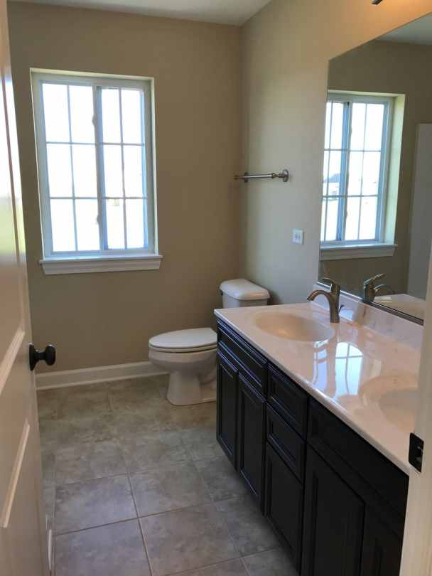 Joliet-homes-builders-il-Carmen-hall-bath-room