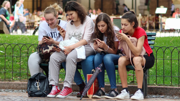 smartphone girls