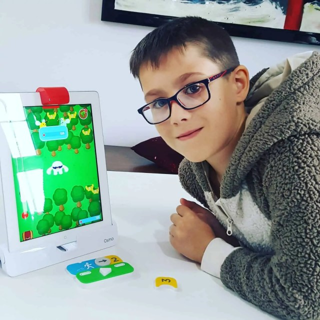 Teaching children coding and programming with IPad. Osmo Coding with Awbie Review