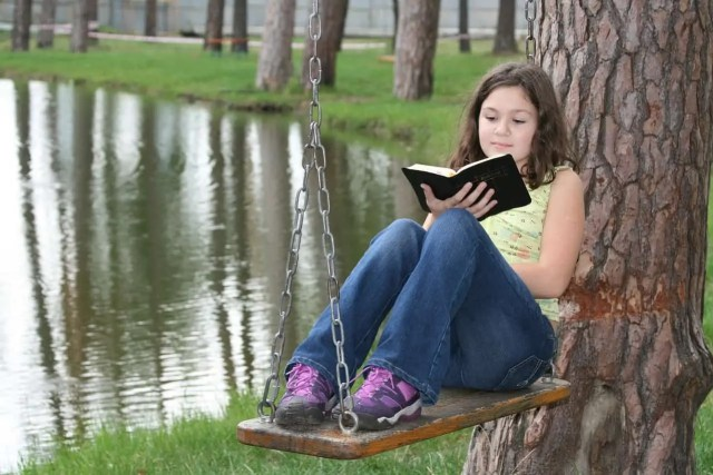 Encouraging reading by extreme reading on a swing.
