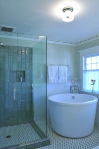 The Options of Deep Tubs for Small Bathroom | HomesFeed
