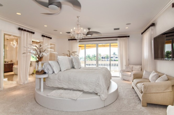 White Bedroom Cocnept With Elegant Princess Bed Style Also Cozy Cream Sofa Luxurious Chandelier And